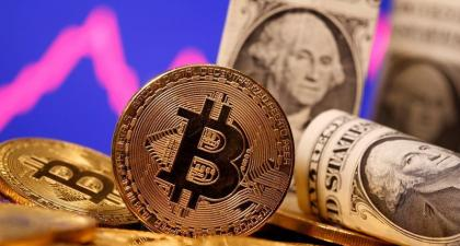 Rush to bitcoin? Not so fast, say keepers of corporate coffers